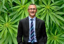 Ο αρχηγός των πράσινων της Αυστραλίας υπέρμαχων κάνναβης για την ψυχαγωγία.
